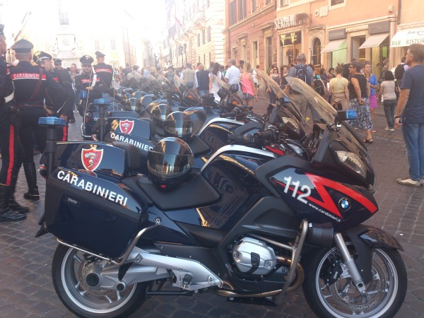 When the Carabinieri pose, you take a photo ;)